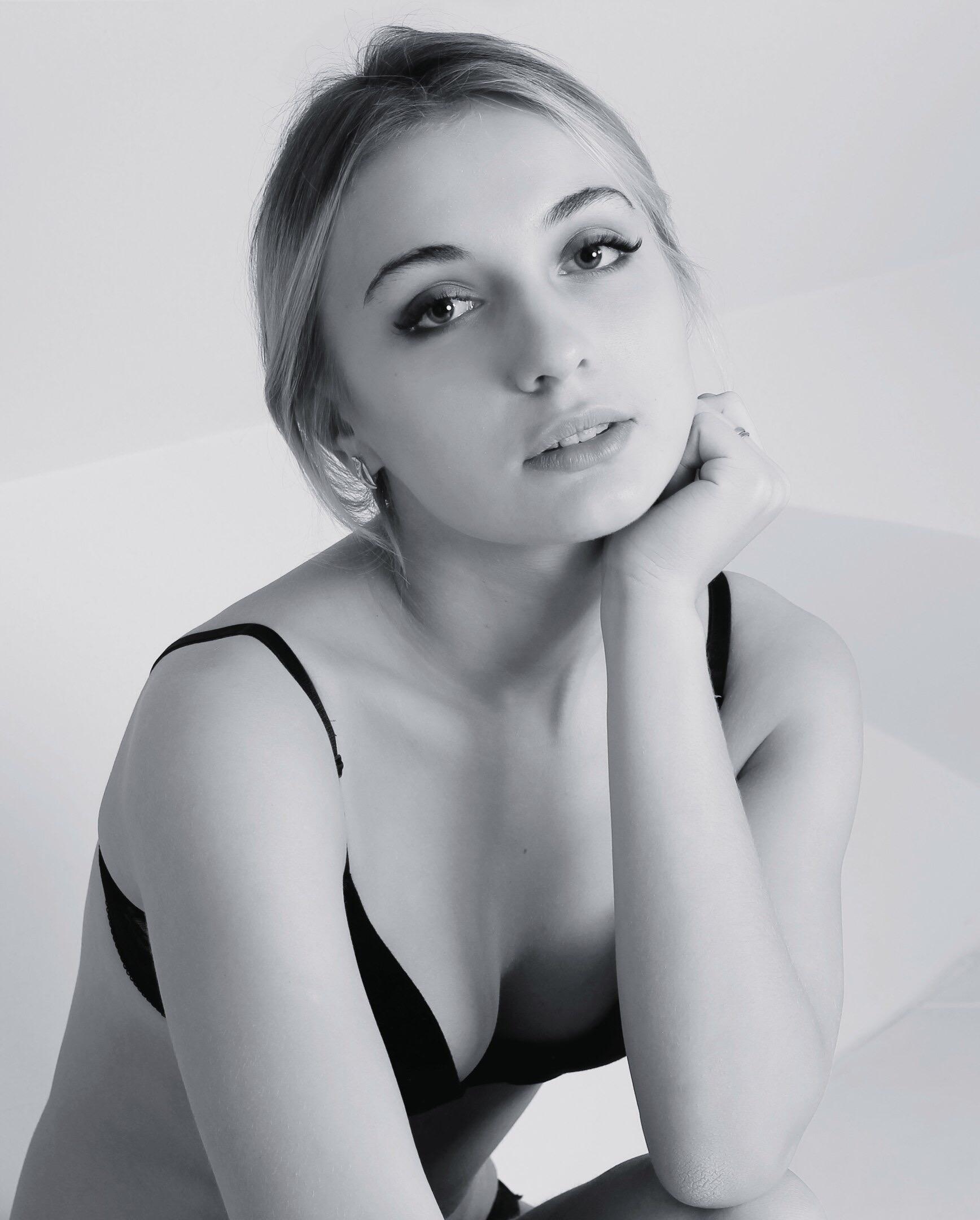 hostessa kraków blondynka